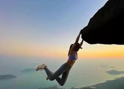 सेल्फी बनी मॉडल Sofia Cheung की मौत की वजह, तस्वीर लेते वक्त Waterfall में गिरने से हुआ हादसा