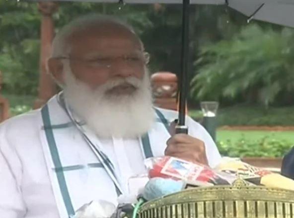 Parliament Monsoon Session: संसद भवन पहुंचे PM मोदी, कहा- सरकार संसद में Corona पर चर्चा के लिए तैयार