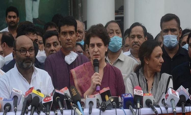पंचायत चुनाव में सरकार ने हिंसा फैलाई और महिलाओं को भी अपमानित किया : प्रियंका गांधी
