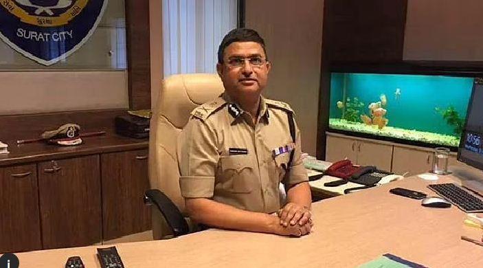 Delhi Police Commissioner: दिल्ली पुलिस के नए कमिश्नर का विवादों से है पुराना नाता, गुजरात कैडर के हैं अफसर