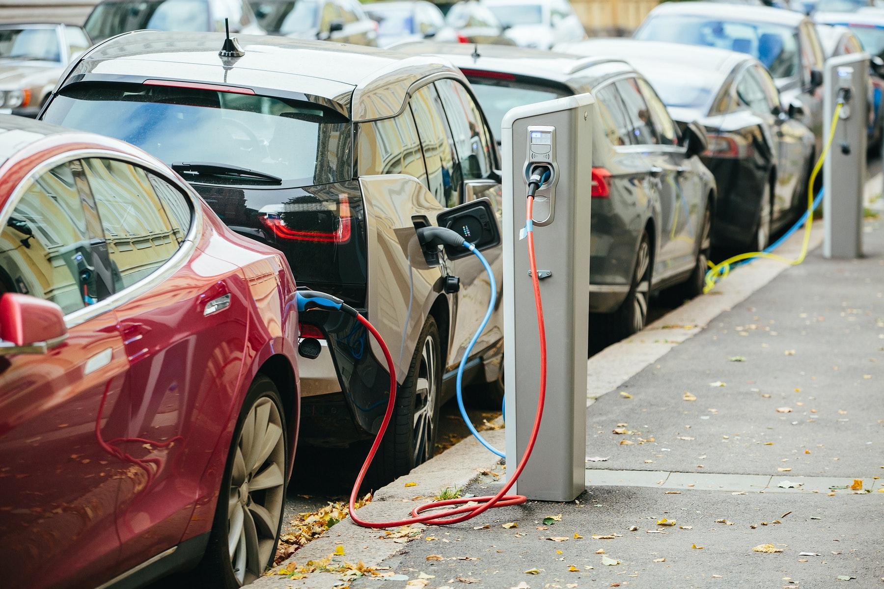 इलेक्ट्रिक वाहनों (Electric-vehicles) पर आयात करों को तेजी से कम करने के लिए टेस्ला ने भारत की पैरवी की