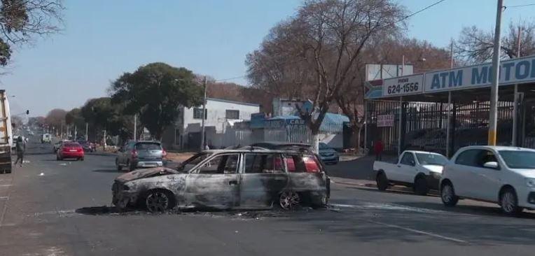 पूर्व राष्ट्रपति जैकब जुमा के जेल जाने के बाद South Africa में उथल-पुथल, समर्थकों ने जमकर की हिंसा