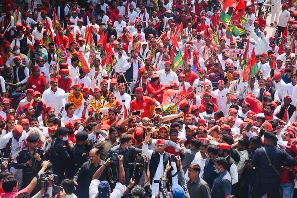 सपा का महंगाई, बेरोजगारी व पंचायत चुनाव में धांधली के खिलाफ हल्ला बोल प्रदर्शन, राज्यपाल को संबोधित ज्ञापन सौंपा