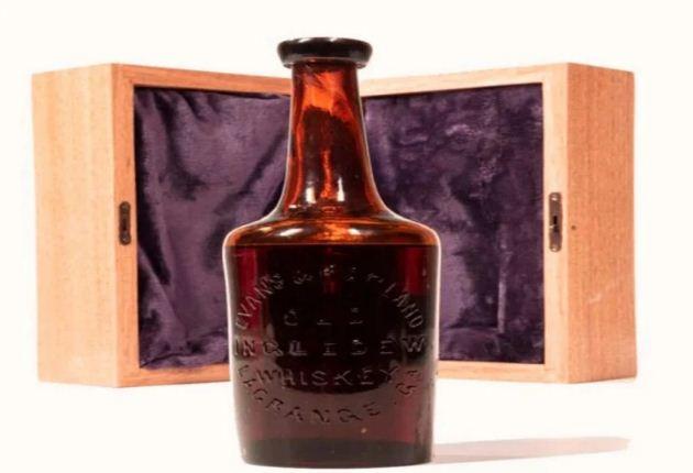 जानकर हो जायेंगे हैरान! एक करोड़ में नीलाम हुई व्हिस्की की ये बोतल