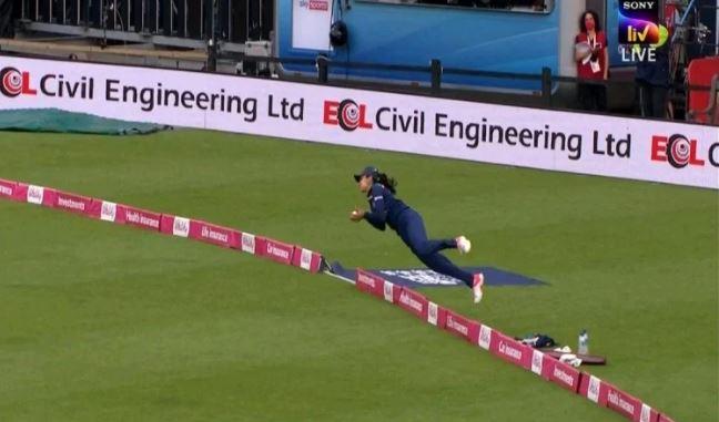 'सुपरवुमेन' आफ द इंडियन क्रिकेट वुमेन टीम हरलीन देओल ने लिया हैरतअंगेज कैच