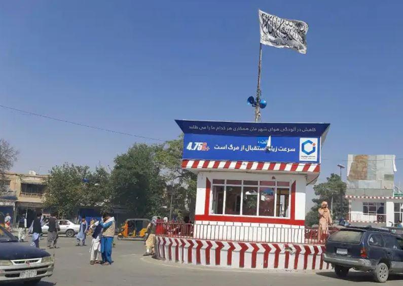 Afghanistan crisis : तालिबान आतंकियों की फायरिंग के बाद काबुल एयरपोर्ट पर भगदड़ , 7 नागरिकों की मौत
