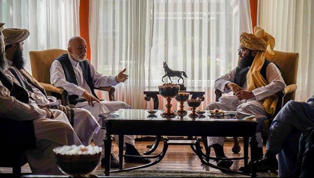Afghanistan crisis: अफगानिस्तान के पूर्व राष्ट्रपति हामिद करजई से Taliban नेता अनस हक्कानी ने मुलाकात की, सरकार गठन पर हुई चर्चा