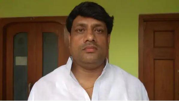 Ashutosh Upadhyay Jeevan Parichay: पहले उपचुनाव फिर मुख्य 2017 विधानसभा चुनाव में भी झंडा गाड़ सदन पहुंचा सपा का ये ब्राहम्ण विधायक