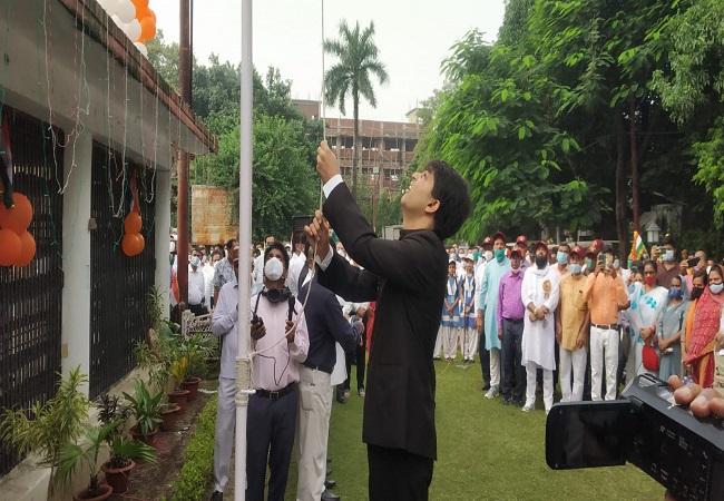independence day 2021 : गोरखपुर में मना स्वतंत्रता दिवस, डीएम, डीआईजी व एसएसपी ने फहराया तिरंगा