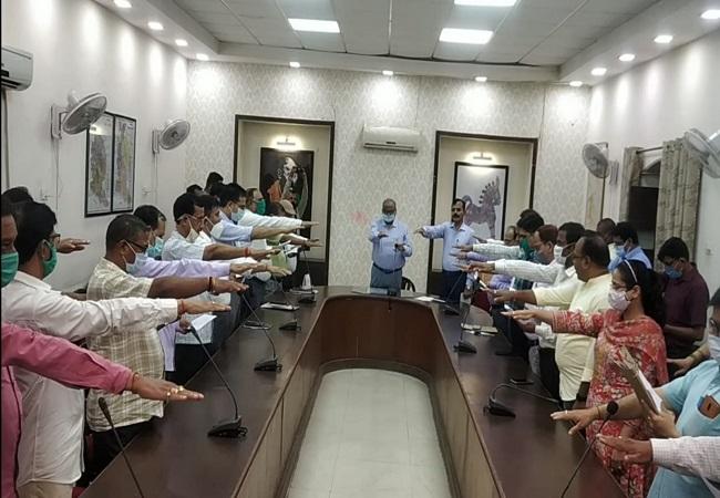 Gorakhpur : जिलाधिकारी कार्यालय में मना Sadbhavana divas , एडीएम प्रशासन ने दिलाई प्रतिज्ञा