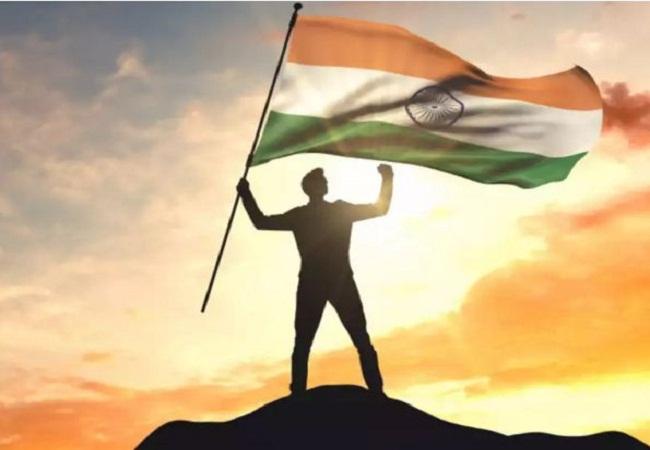 Swatantrata diwas par nibandh : संघर्ष और कठिन परिश्रम के बाद मिली थी आजादी