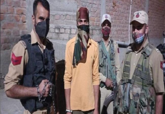 Jammu Kashmir: स्वतंत्रता दिवस से पहले सुरक्षाबलों की बड़ी कामयाबी, हिजबुल मुजाहिदीन का एक आतंकी गिरफ्ताार