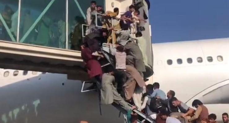 Afghanistan-Taliban War: काबुल एयरपोर्ट पर फायरिंग में 5 लोगों की मौत, जबरन उड़ान भरने की कोशिश कर रहे लोग