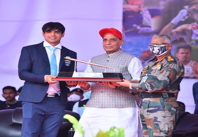 एक सच्चे खिलाड़ी में हमेशा एक सैनिक मौजूद होता है : Defense Minister Rajnath Singh