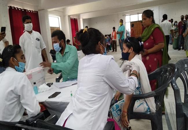 कोरोना के खिलाफ सेवा भारती लखनऊ विभाग व महामना मालवीय मिशन का 'वैक्सीन वॉर', बगैर पंजीकरण कराएं वैक्सीनेशन