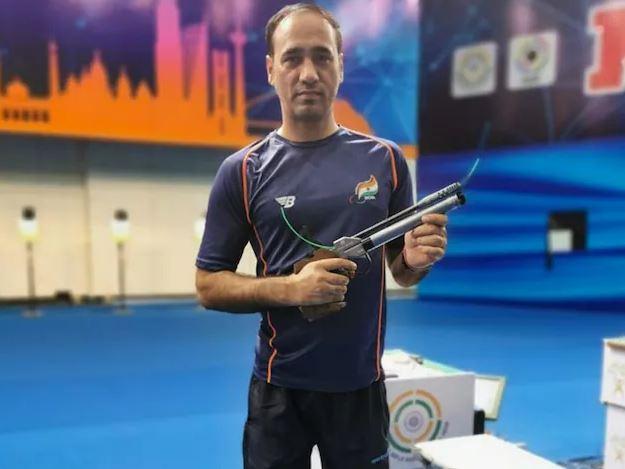 Tokyo Paralympics : सिंहराज अधाना ने 10-मीटर एयर पिस्टल में जीता कांस्य पदक, मेडल संख्या आठ हुई