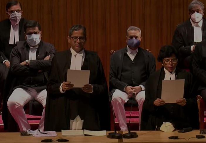 Supreme Court : सुप्रीम कोर्ट में आज पहली बार एक साथ 9 जजों ने ली शपथ, रचा गया इतिहास
