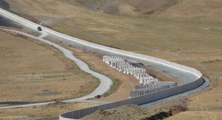 Afghanistan Crisis: अफगान शरणार्थियों को रोकने के लिए तुर्की-ईरान बॉर्डर पर तैयार हो रही दीवार