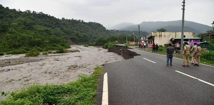 Uttarakhand Landslide: उत्तराखंड के धारचूला में भारी बारिश के बाद लैंडस्लाइड, रेस्क्यू ऑपरेशन तेज