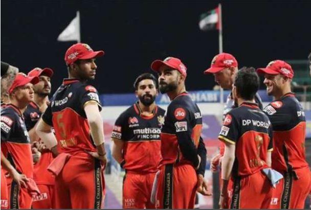 IPL 2021: रॉयल चैलेंजर्स बैंगलोर की टीम को लगा बड़ा झटका, ये महत्वपूर्ण खिलाड़ी हुआ बाहर