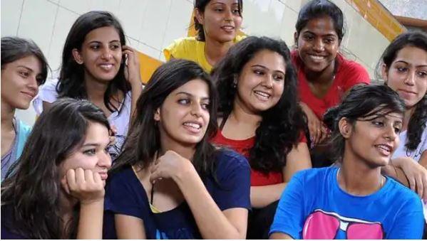 Women's College ने छात्राओं के लिए लागू किया Dress Code, Sharia law से की इसकी तुलना