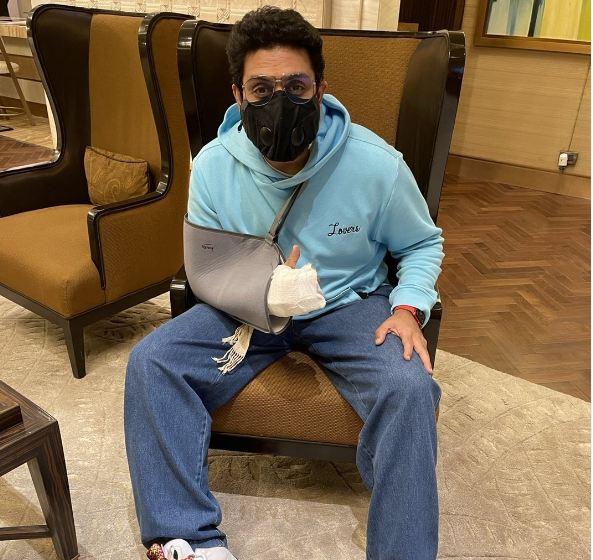 Abhishek Bachchan Surgery: हॉस्पिटल से डिस्चार्ज हुए अभिषेक बच्चन, तस्वीर शेयर कर बोले- मर्द को दर्द नहीं होता