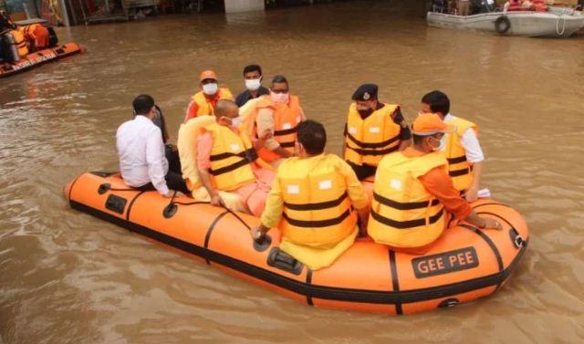 Varanasi: बाढ़ प्रभावित क्षेत्रों का सीएम योगी ने किया जायजा, दिया ये निर्देश