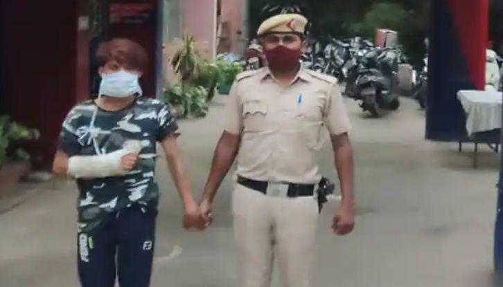 Saif murder Case: एक्स-गर्लफ्रेंड से दोस्ती पर भड़का था आरोपी, चाकू से गोदकर की थी हत्या