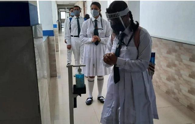 Delhi: कोरोना संक्रमण हुआ कम, एक्सपर्ट कमेटी ने बताया किस तरह से खोले जाएं स्कूल?