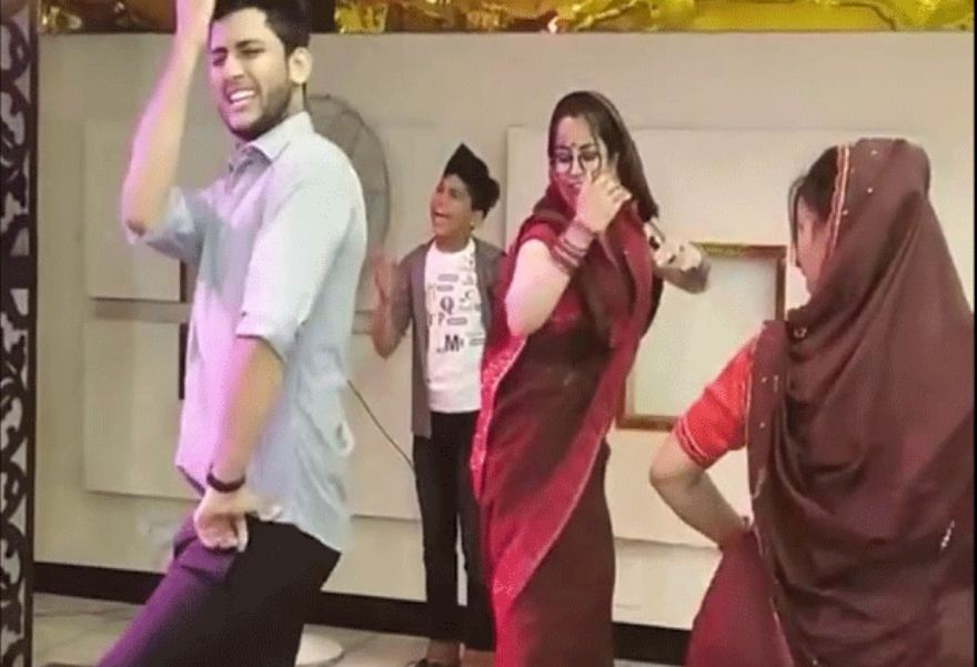 VIRAL VIDEO: शादी में Dance Floor पर देवर भाभी ने किया मजेदार डांस, मूव्स देख आप भी लगेंगे थिरकने