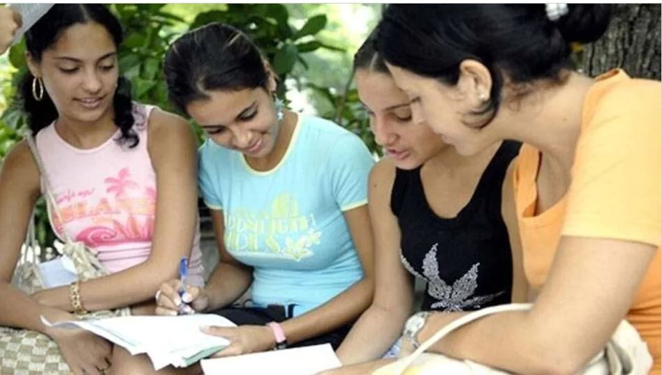 Good News : छात्राओं ने कॉलेज में लिया एडमिशन तो मिलेंगे 20 हजार रुपये, इस राज्य की सरकार ने किया ऐलान