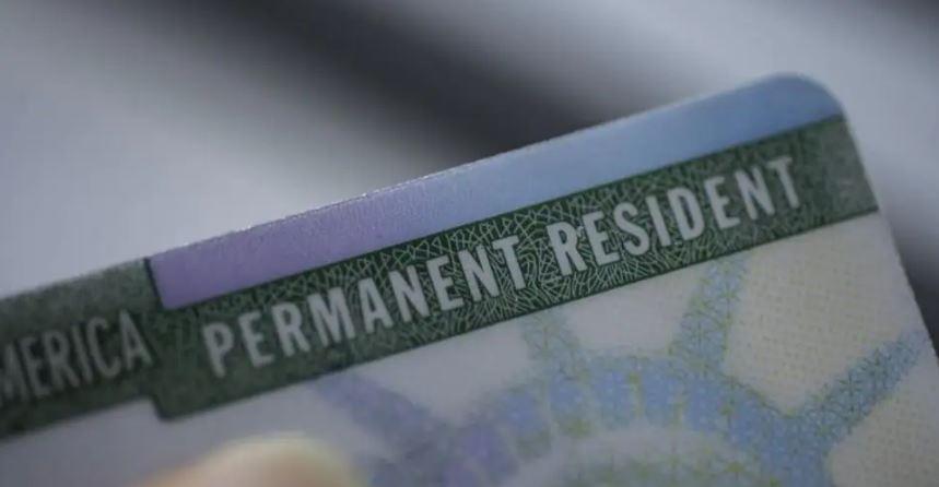 America: इस साल बर्बाद हो सकते हैं करीब एक लाख green card , भारतीय पेशेवरों में नाराजगी