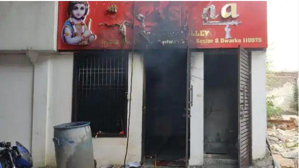Fire in Delhi hotel: द्वारका के एक होटल में लगी भीषण आग, दो लोगों के शव निकाले गए