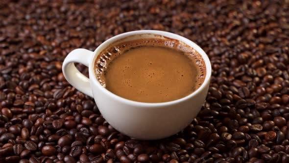 आपकी रक्त वाहिकाओं को ऊपर उठाने में मदद कर सकती है कॉफी
