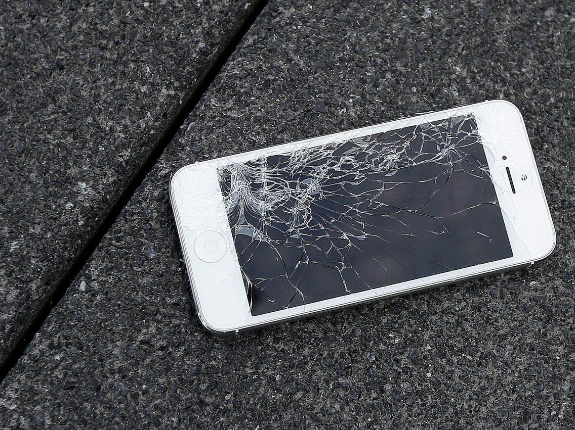 Apple Iphone: Apple नहीं चाहता कि आप फटे हुए डिस्प्ले वाले iPhones का उपयोग करें, यहां बताया गया है कि यह आपको कैसे रोक सकता है