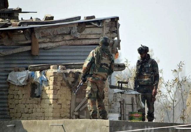 Jammu-Kashmir: कुलगाम में सुरक्षाबलों ने मुठभेड़ में एक आतंकी को किया ढेर
