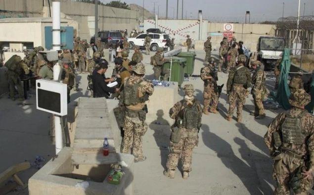 Afghanistan: काबुल एयरपोर्ट के एंट्री गेट पर फिर हुई फायरिंग, अफरा-तफरी का बना माहौल