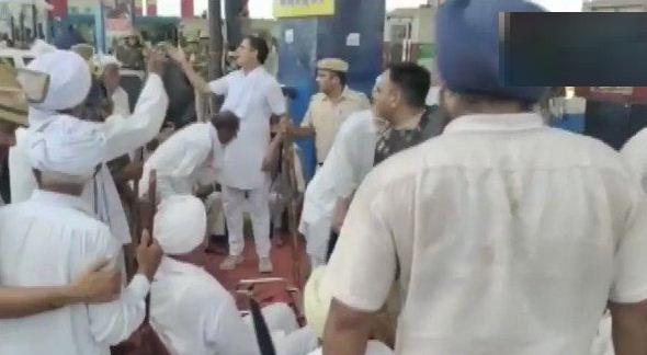 Haryana: करनाल में किसानों पर पुलिस ने किया लाठीचार्ज, बीजेपी के खिलाफ कर रहे थे प्रदर्शन