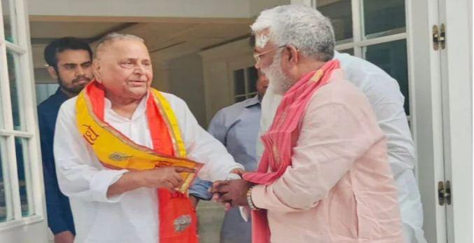 UP Election 2022: मुलायम सिंह यादव से यूपी बीजेपी के अध्यक्ष स्वतंत्र देव सिंह ने की मुलाकात, जानिए सियासी मायने…
