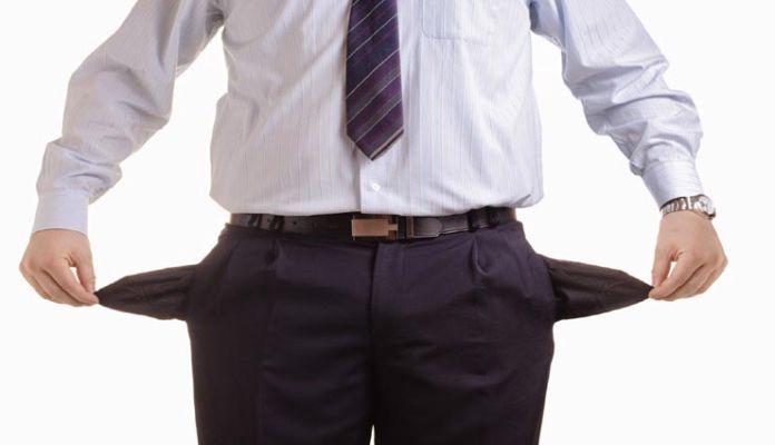 नहीं टिक रहा जेब में पैसा, तो इन 5 आदतों से तुरंत कर लें तौबा