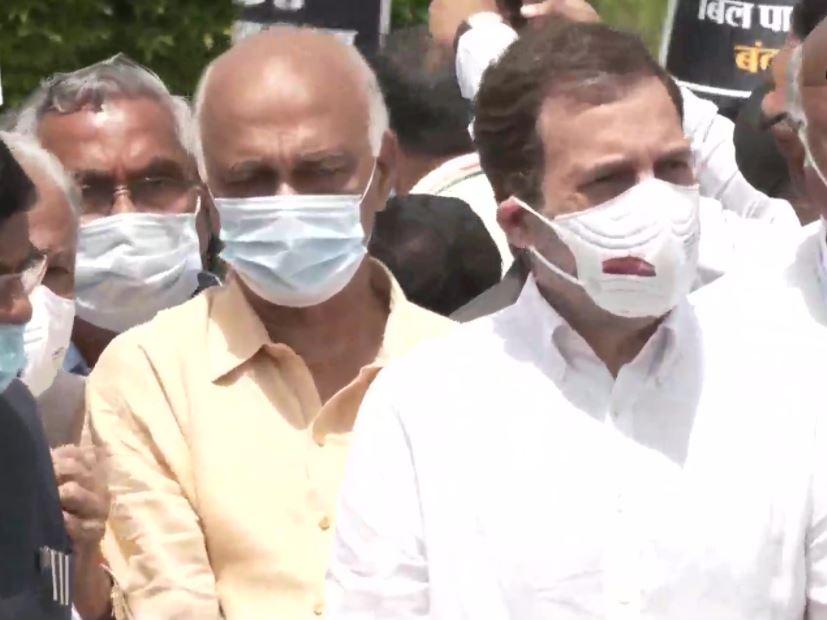 Rahul Gandhi बोले- हिंदुस्तान का प्रधानमंत्री देश बेच रहा है, संसद में विपक्ष का बोलना किया बैन