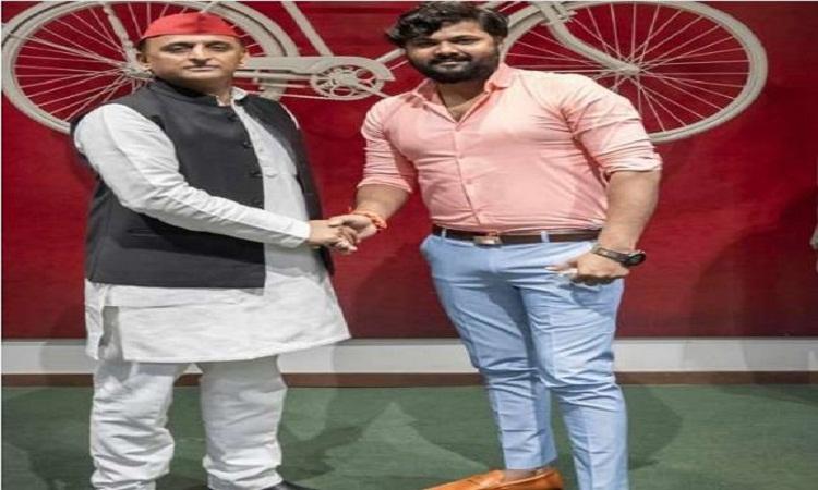 UP Assembly Election 2022: सपा में शामिल हुए भोजपुरी गायक समर सिंह, अखिलेश ने दिलाई सदस्यता