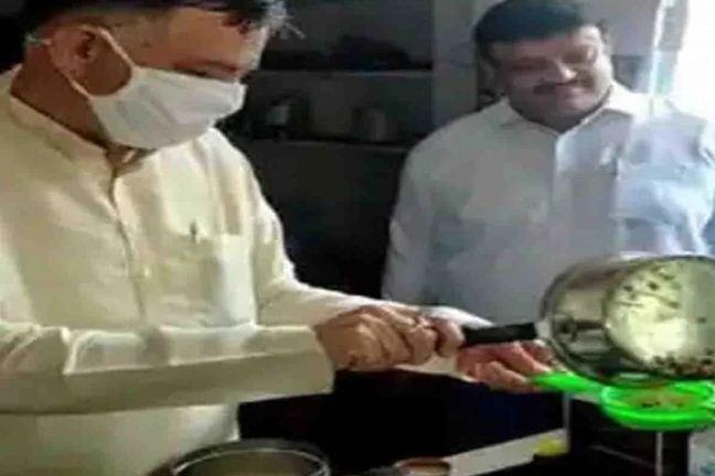 UP: योगी सरकार के मंत्री दुकान पर बनाते दिखे चाय, वीडियो हुई वायरल