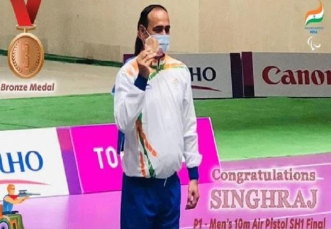 Tokyo Paralympics: टोक्यो पैरालांपिक में कांस्य पदक जीतकर सिंहराज ने रचा इतिहास, शूटर बनने के लिए पत्नी के बेचे थे गहने