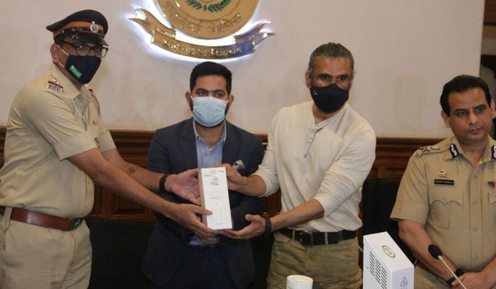 Suniel Shetty पुलिसकर्मियों की मदद के लिए आए आगे, बांटे 800 Air Purifiers