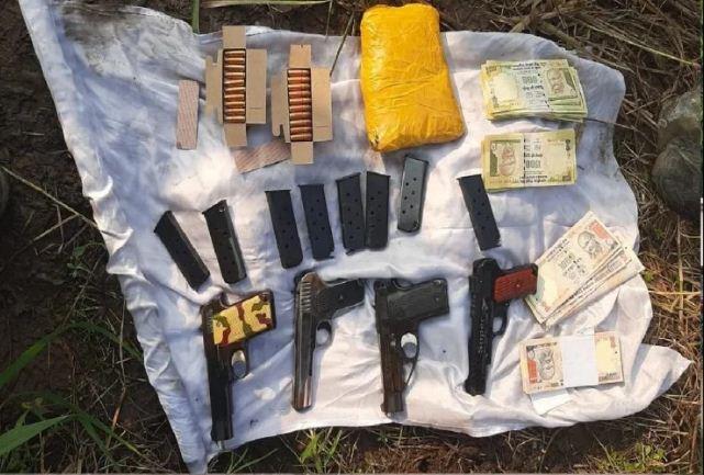 Jammu and Kashmir: BSF को मिली बड़ी सफलता, हथियारों से भरा बैग बरामद