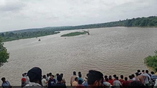 Maharashtra : वर्धा नदी में डूबी नाव, दर्दनाक हादसे में11 लोगों की मौत की आशंका