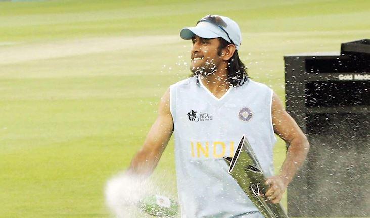 T20 World Cup: धोनी को सौंपी गई भारतीय टीम की बड़ी जिम्मेदारी,जानें क्यों खड़ी कर सकते हैं रवि शास्त्री के लिए मुसीबत