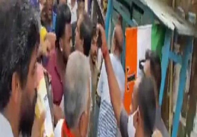 Bhawanipur by-election: प्रचार के दौरान भिड़े TMC और BJP कार्यकर्ता, दिलीप घोस के सुरक्षाकर्मी ने तानी बंदूक