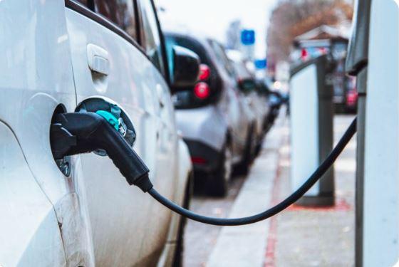 Electric vehicle day 2021 : इलेक्ट्रिक वाहनों को भविष्य की माना जा रहा है मोबिलिटी और ऑटो कंपनियां बेहतर बनाने में हैं जुटी